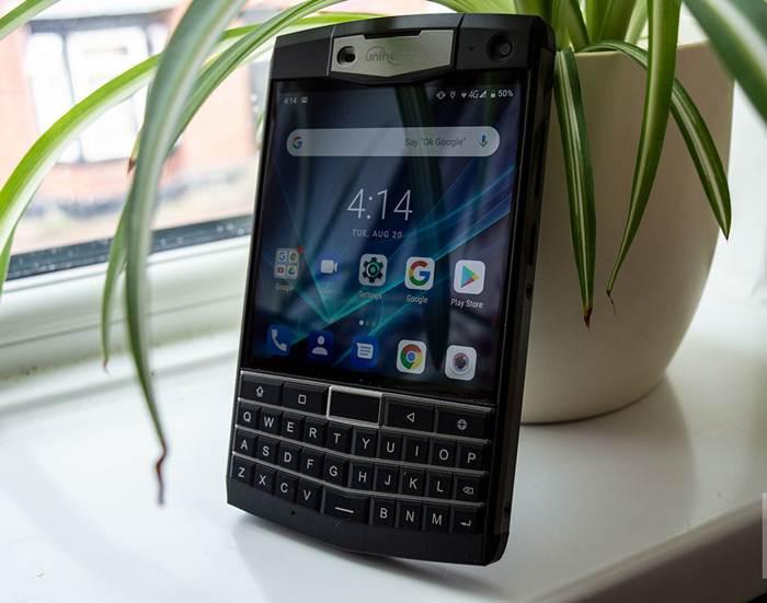 Điện thoại BlackBerry Unihertz Titan