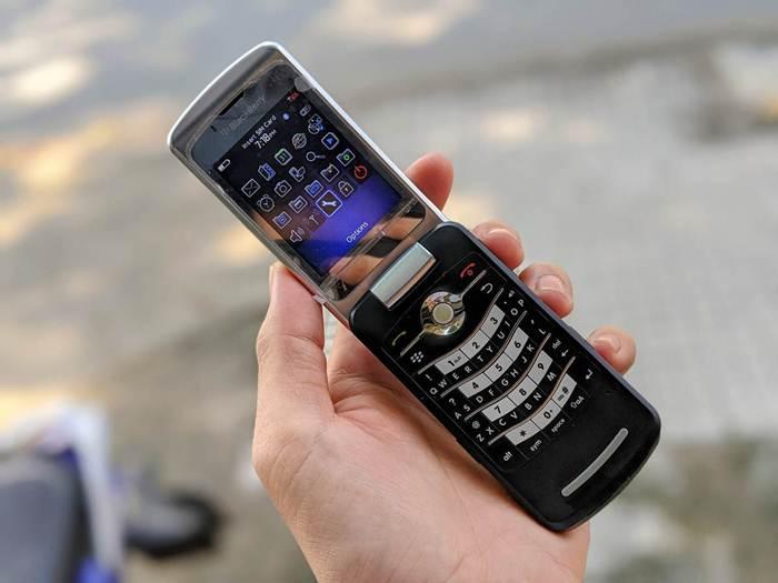 Điện thoại nắp gập BlackBerry
